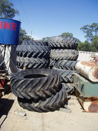 Tractor wheels and tyre