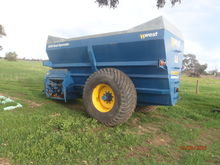 West 3000 gall top load slurry spreader